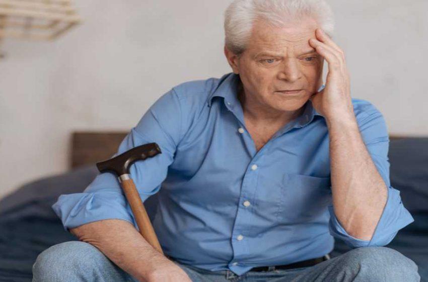 آلزایمر در دوران پیری چه علائم و مراتبی دارد؟